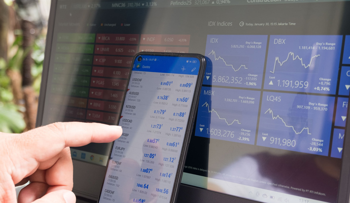 4 Essential Tools Every Forex Trader Needs phone