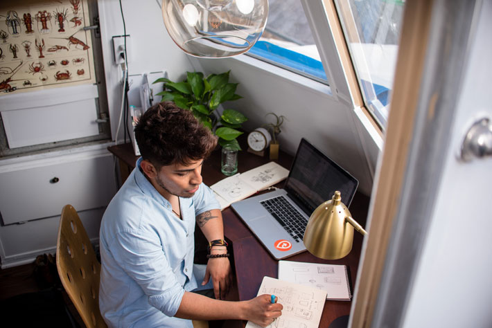 4 Quick and Reliable Ways to Make Money from Home working