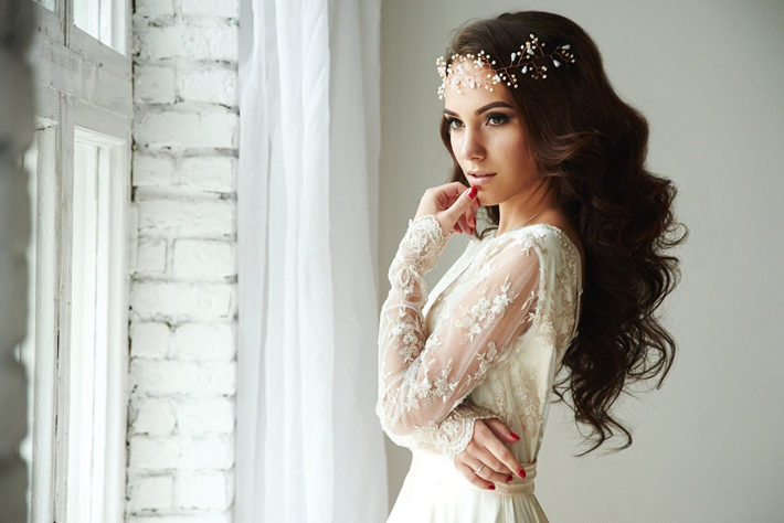 7 Expert Tips How To Prepare Your Wedding Day Hair bride