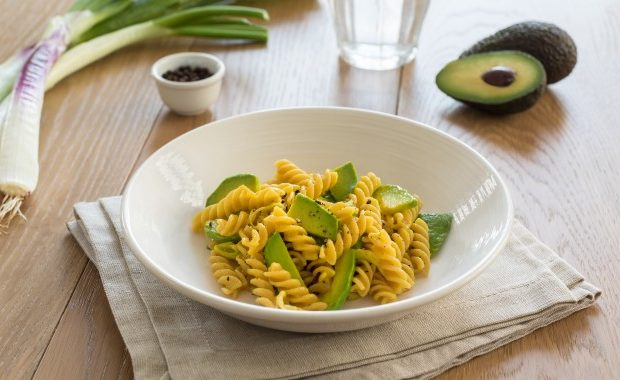 WHOLEGRAIN FUSILLI WITH AVOCADO CARBONARA