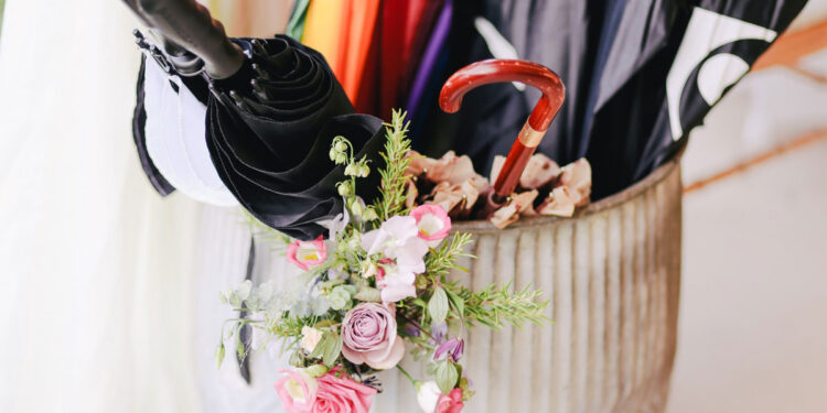 Buyer's Guide to Choose the Best Wedding Umbrella main