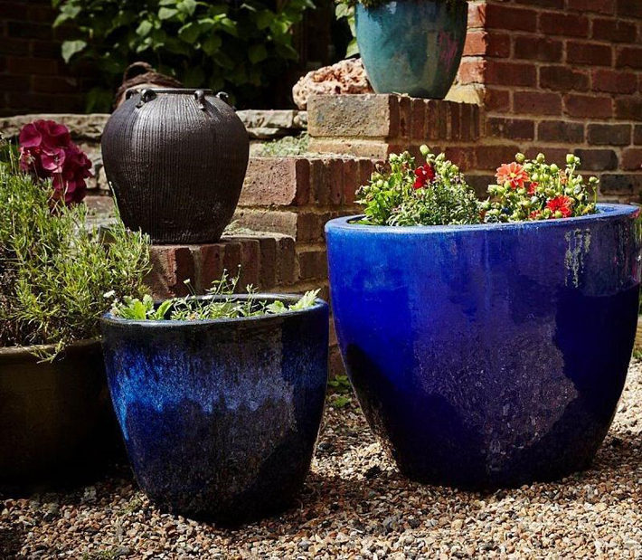 Choosing the Planter Colour for Decorating a Room blue