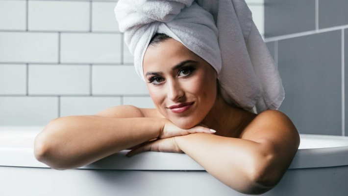 Daily Hair Washing Recommendations and Alternatives bath