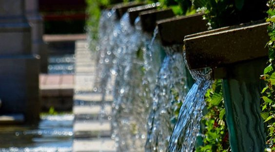 Do People Still Get Fountains for Their Backyards water
