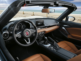 FIAT 124 spider review interior