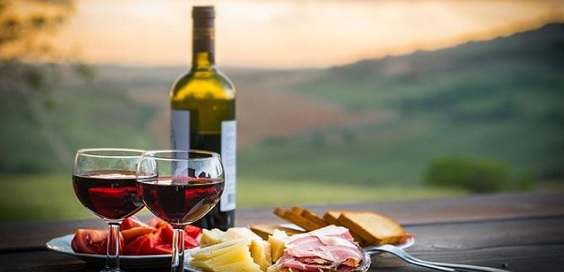 Food and Wine Tours Among Italian Beauty main