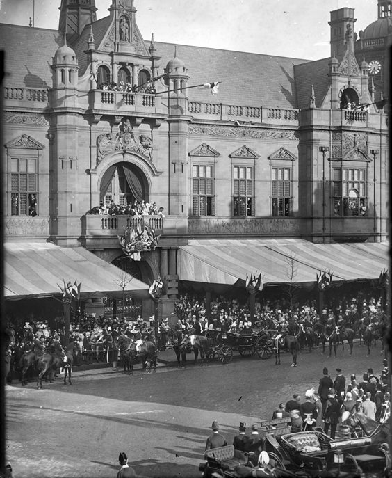 Historic Images of Sheffield City Centre queen victoria