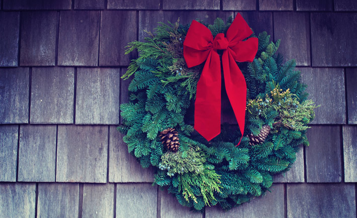 How to Make your Garden Christmassy this Year wreath