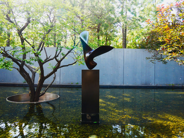 How to Use Sculptures to Improve Your Garden artwork