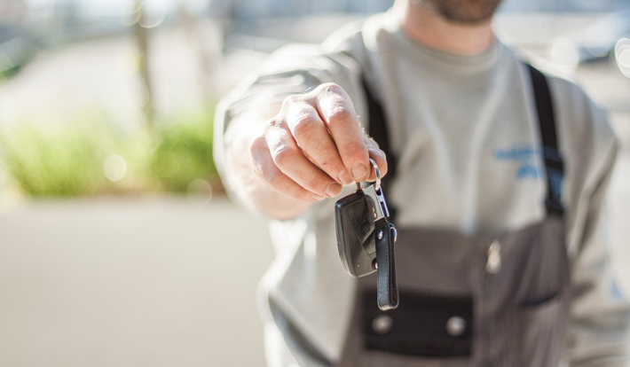 Leasing Vs Buying a Car keys