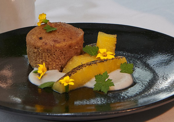 The Devonshire Arms' Duchess's Choice Recipe Box ginger sponge