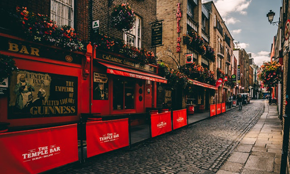 Top 5 Things To Do In London In Spring pubs