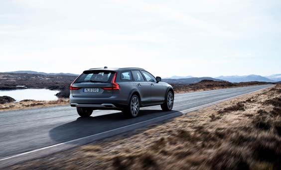 Volvo V90 Cross Country review rear view