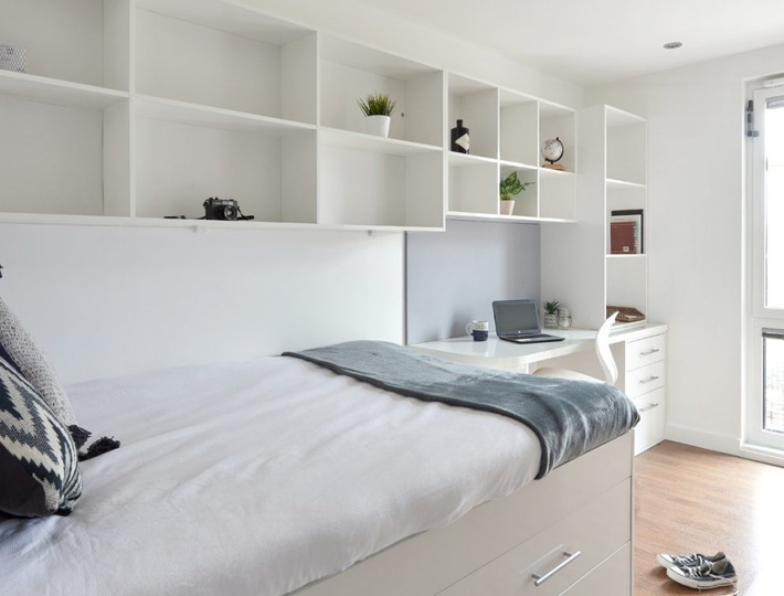 Why Zeni's High-End Student Accommodation is Perfect for a UK Staycation bedroom