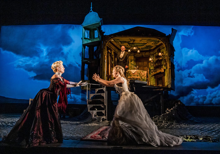 an inspector calls review hull new theatre september 2019 cast