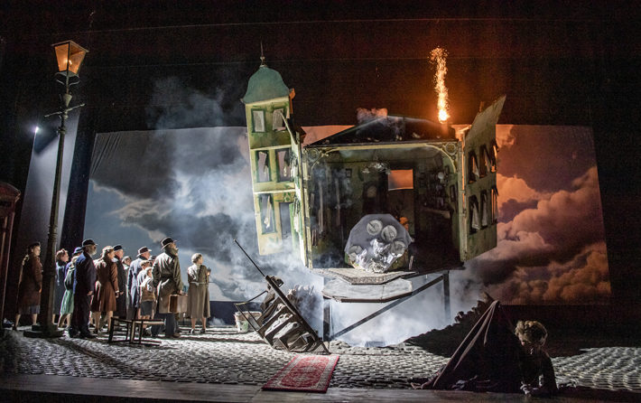 an inspector calls review hull new theatre september 2019 stage