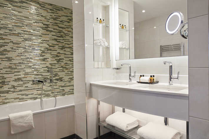 crowne plaza london albert embankment hotel review bathroom