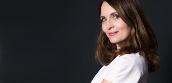 debra stephenson night of 100 voices review hull city hall main