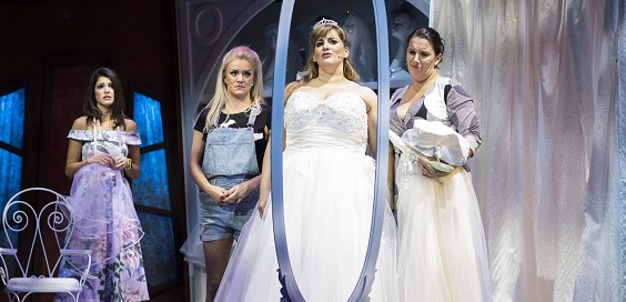 Fat Friends review leeds grand theatre wedding dress