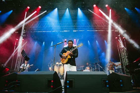 George Benson live review scarborough open air theatre june 2017 on stage