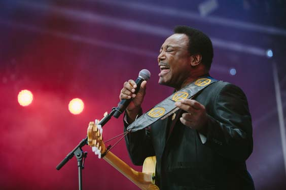 George Benson live review scarborough open air theatre june 2017 singing