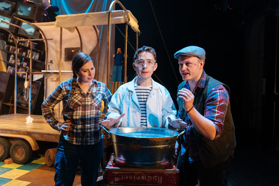george's marvellous medicine review sheffield lyceum january 2018 Catherine Morris (George's Mum), Preston Nyman (George) and Justin Wilman (George's Dad)