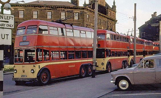 huddersfield trolleys and buses history P44 A line of trolleys and a motorbus on special service at St George's Square. This was usually the holding area for football or ICI specials