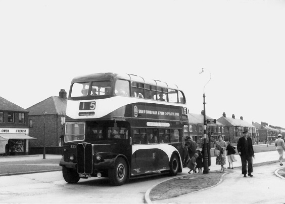 hull corporation buses AEC Regent III No. 333 in 1950. (G.M. O'Connell)