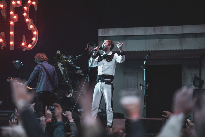 kaiser chiefs live review scarborough open air theatre ricky wilson