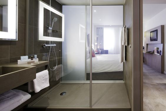 novotel london tower bridge hotel review shower