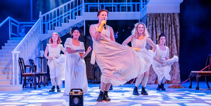 pride and prejudice sort of review leeds playhouse february 2020 dance