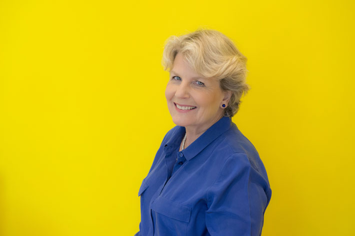 sandi toksvig live review leeds town hall february 2020 comedy