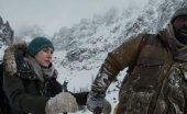 the mountain between us film review snow