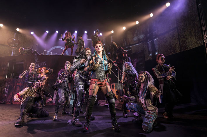 we will rock you review hull new theatre january 2020 stage