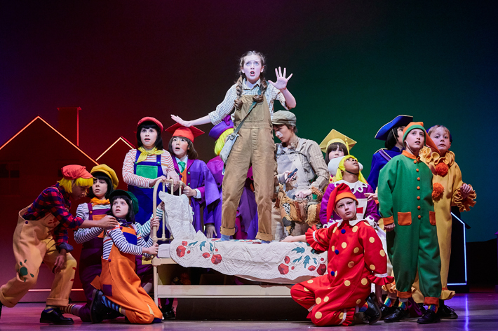 wizard of oz review leeds playhouse november 2019 dorothy